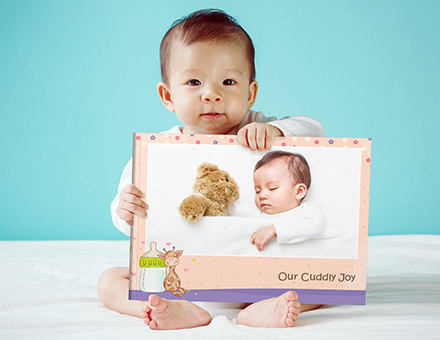 Design a baby's first-year Photo Book full of cuddling memories
